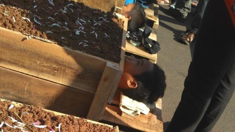 Aksi kubur diri petani Telukjambe, Karawang