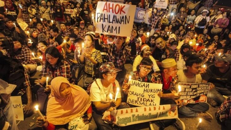 Aksi lilin pendukung Ahok di depan Rutan Salemba