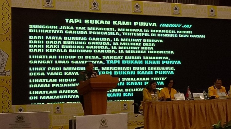 Panglima TNI Jenderal Gatot Nurmantyo membacakan puisi di Rapimnas Golkar