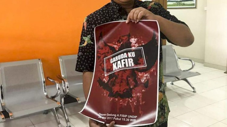 Poster bertulis Garudaku Kafir yang sempat beredar di Undip
