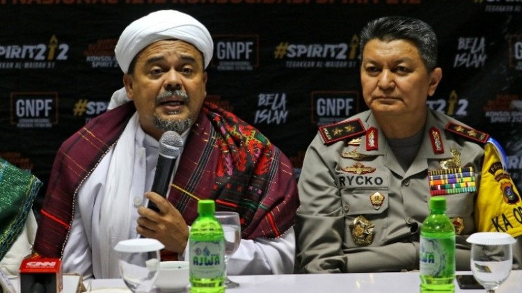 Habib Rizieq saat bersama Kapolda Sumut Irjen Rycko Amelza Dahniel
