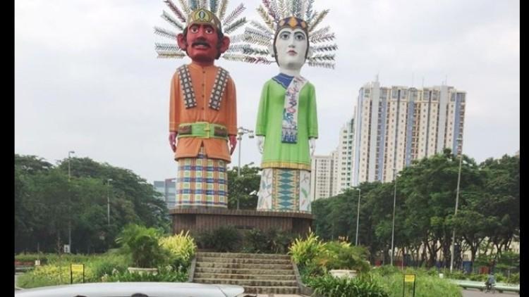 Tugu patung ondel-ondel di Kemayoran
