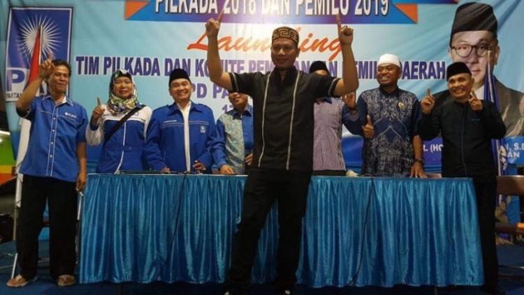 Vicky Prasetyo mendaftarkan diri untuk Pilkada Kota Bekasi 2018 di DPD PAN