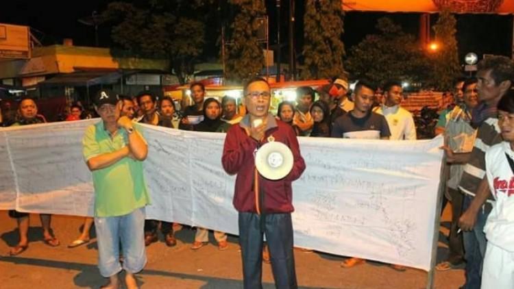 Warga Solok demo dr Fiera Lovita