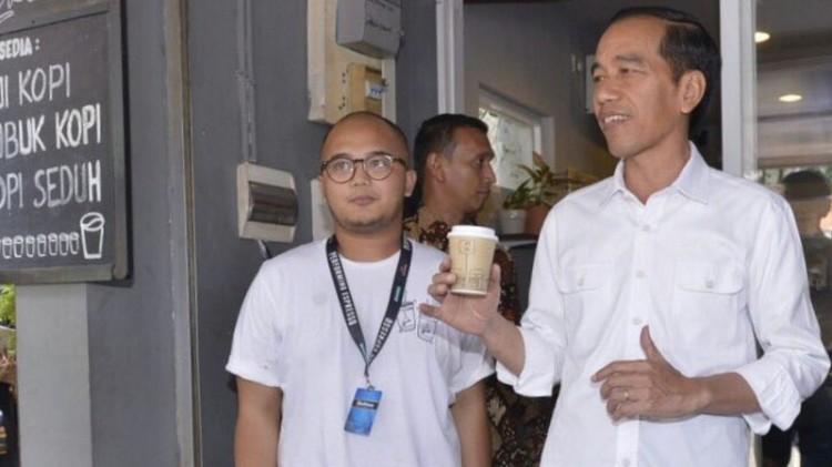Jokowi Ngopi 'Kopi Susu Tetangga' di Cipete
