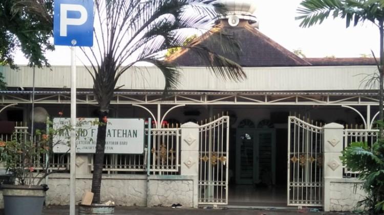 Masjid Falatehan, lokasi penusukan anggota Brimob dekat Mabes Polri