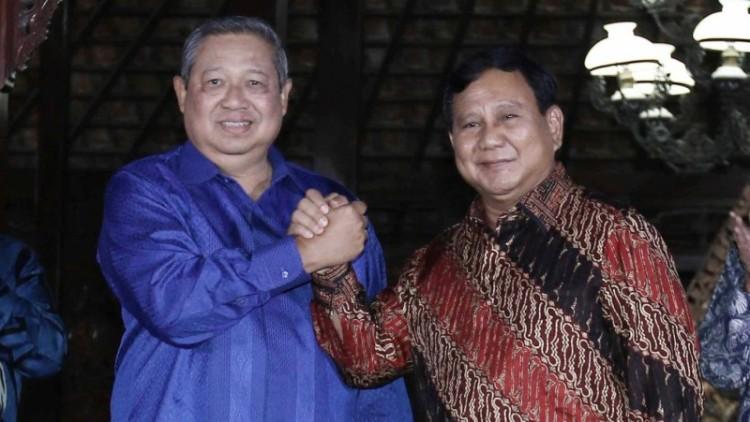 SBY dan Prabowo salam komando di Cikeas