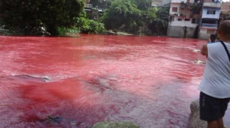 Air Sungai Bah Bolon berubah warna merah darah di Siantar