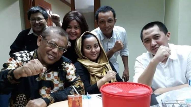 Andika Surachman bersama istri dan pengacaranya