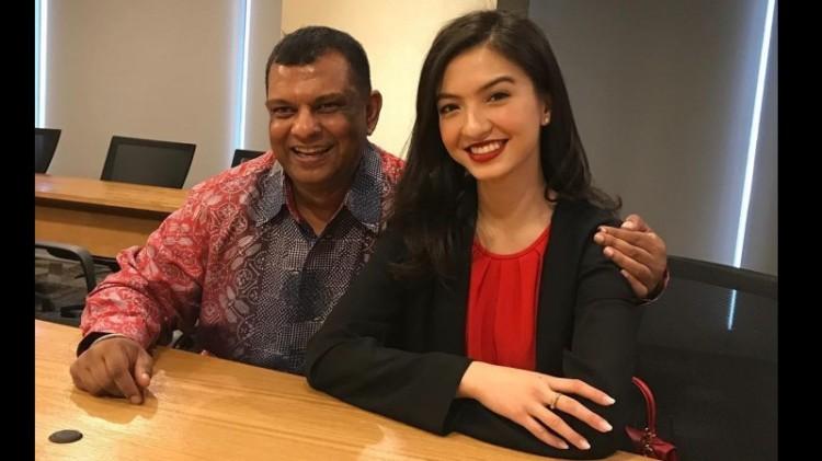 CEO AirAsia Tony Fernandes dan Raline Shah