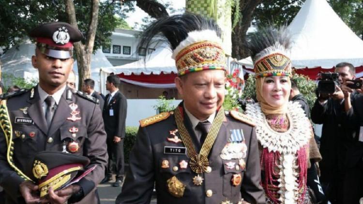 Kapolri Jenderal Tito Karnavian bersama istrinya, Tri Suswati