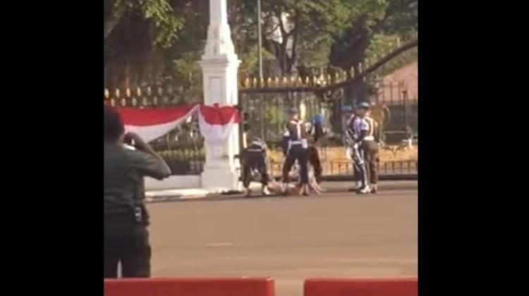 Seorang pria bugil diamankan karena hendak masuk Istana Merdeka