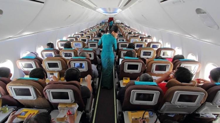 Suasana penerbangan Garuda Indonesia