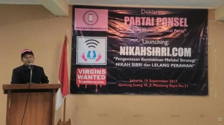 Ari Wahyudi mendeklarasikan Partai Ponsel