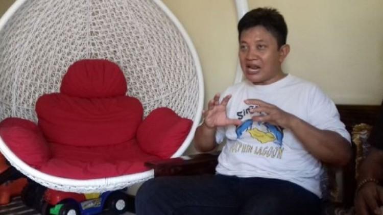 Aris Wahyudi, pendiri nikahsirri.com dan Partai Ponsel