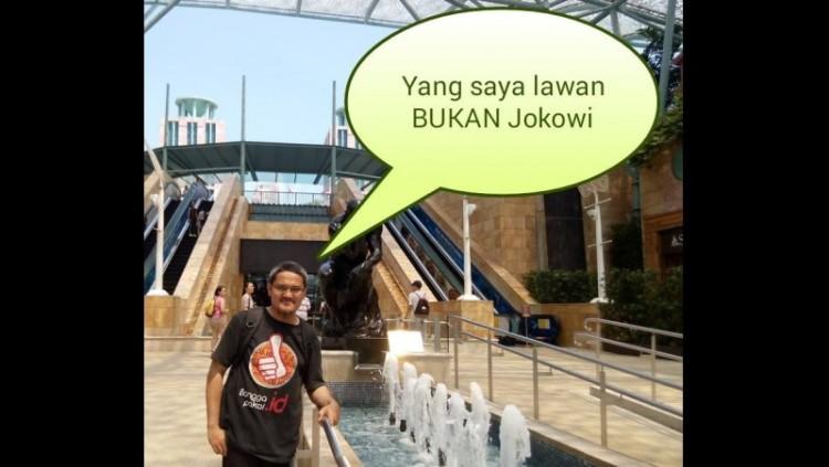 Jonru menyebut tak melawan Jokowi