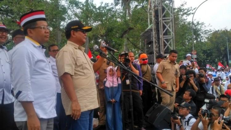 Prabowo Subianto berorasi dalam aksi Bela Rohingya