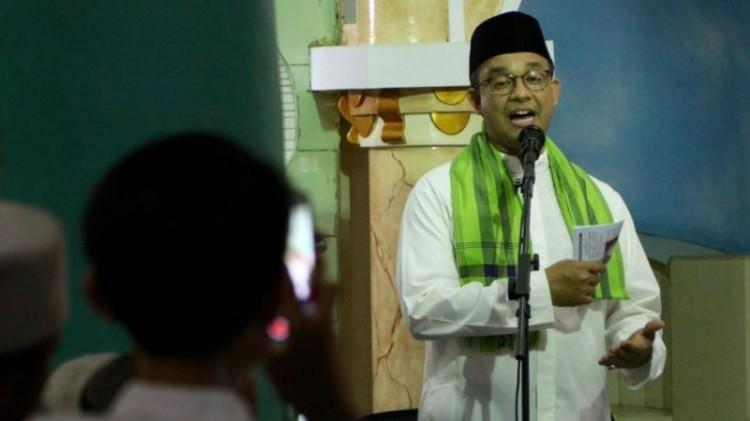 Anies Baswedan berpidato di Masjid Jami' Al Mansur