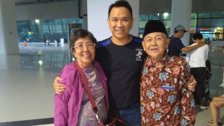 Fredy Chandra bersama kedua gurunya