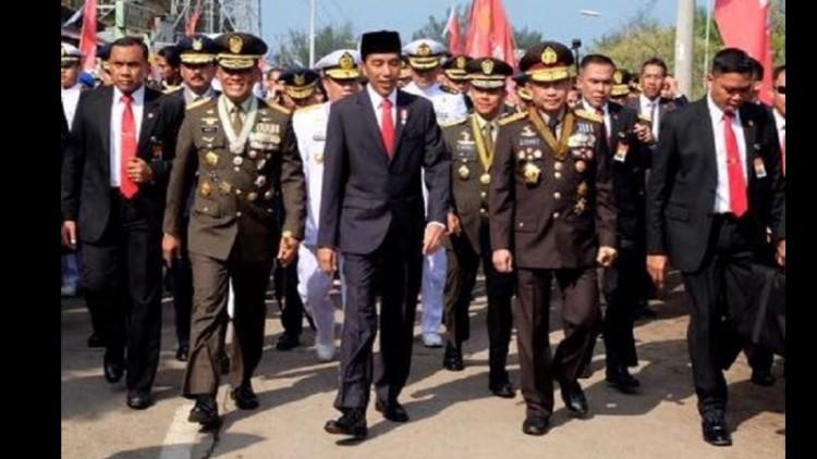 Jokowi jalan kaki ke acara HUT ke-72 TNI
