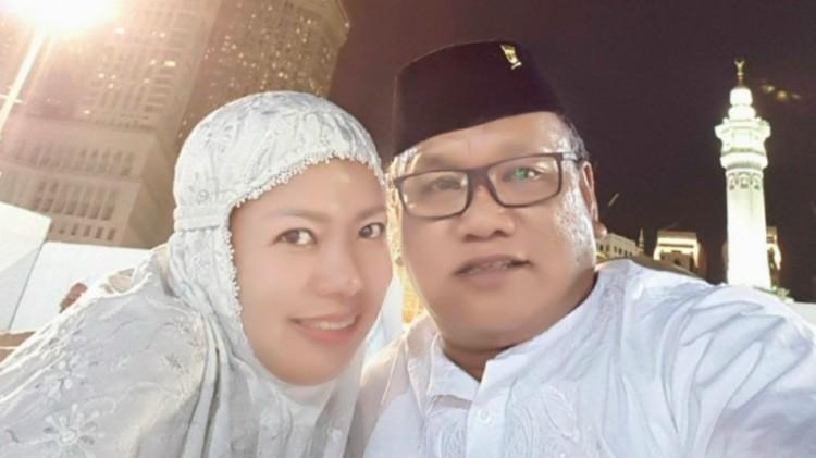 Musakkir Sarira dan istrinya, Andi Erni Astuti di Tanah Suci