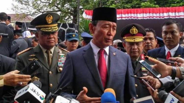 Wiranto bersama Panglima TNI dan Kapolri di Lubang Buaya