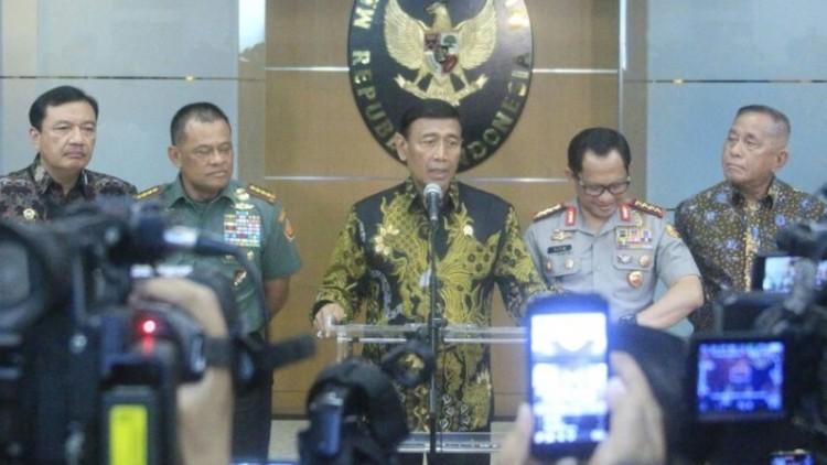 Wiranto memberikan keterangan pers soal polemik pengadaan senjata