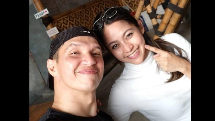 Edison dan istrinya, Ayuh Dyah Utami