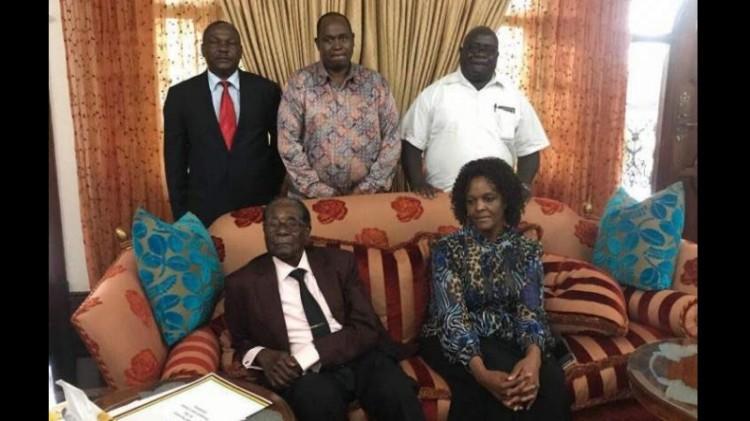 Foto pertama Mugabe dan istri setelah lengser