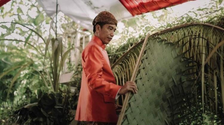 Jokowi di Siraman Kahiyang