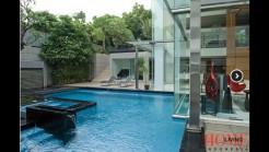 Kolam renang di rumah Novanto