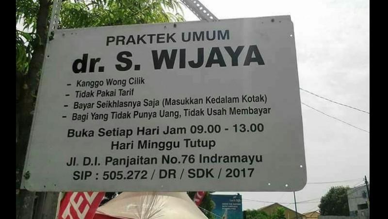 Viral, Dokter di Indramayu Pasang Plang Tak Kenakan Tarif untuk Wong Cilik