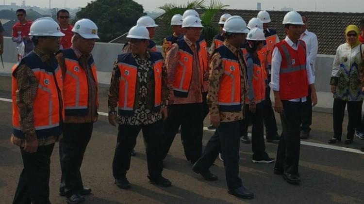 Presiden Jokowi meresmikan Tol Becakayu
