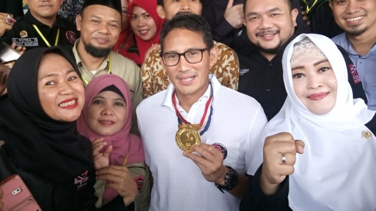 Sandiaga Uno bersama anggota Bang Japar