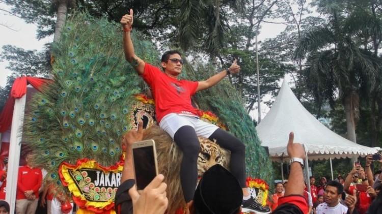 Sandiaga Uno menaiki kepala Reog Ponorogo