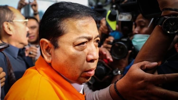 Setya Novanto meninggalkan gedung KPK menuju Rutan KPK