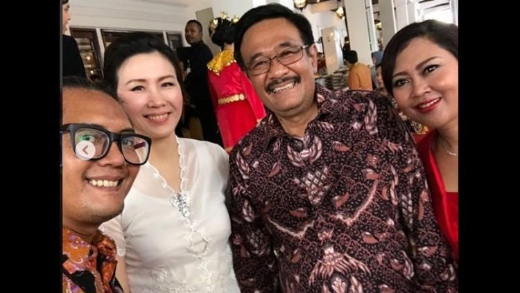 Ulin Yusron berswafoto bersama Veronica Tan, Djarot Saiful Hidayat, dan Happy Farida