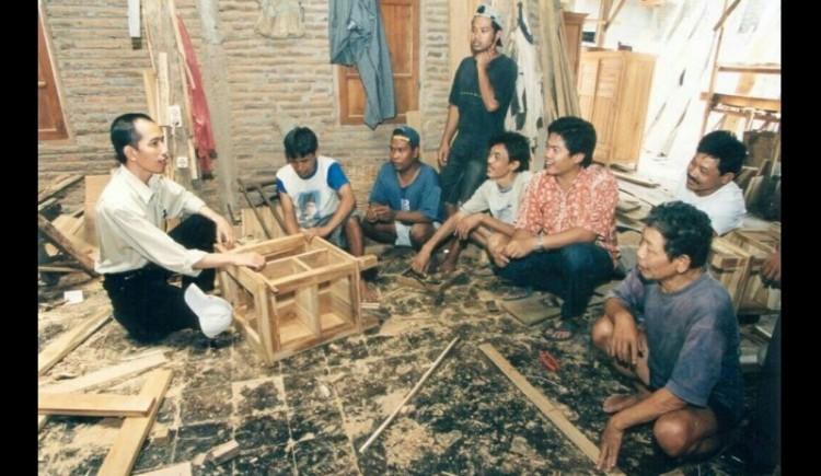 Foto Jokowi mengurusi usaha mebelnya tempo dulu