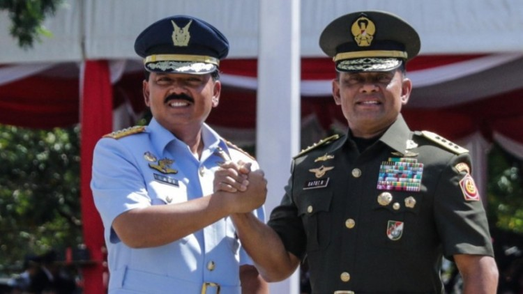 Marsekal TNI Hadi Tjahjanto dan Jenderal TNI Gatot Nurmantyo
