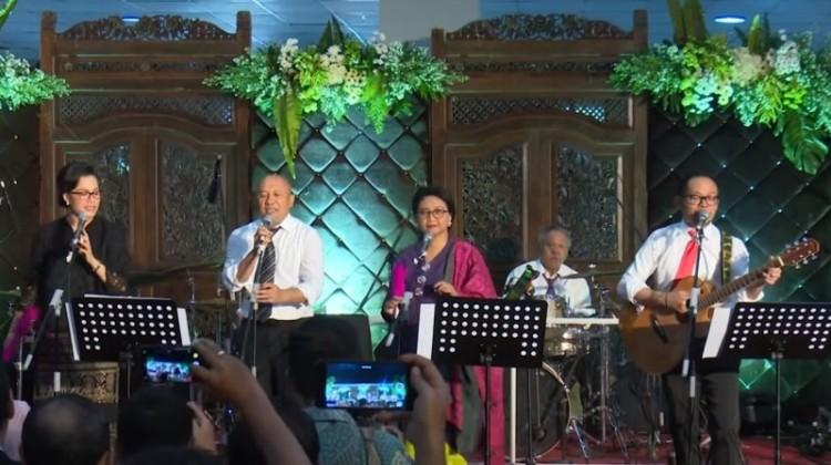Para Menteri Jokowi tampil ngeband
