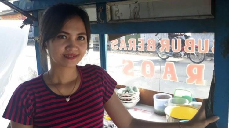 Tati Rosmiati. tukang bubur cantik di Majalaya Bandung