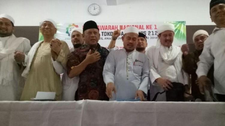 Alumni 212 mengumumkan kepulangan Rizieq di masjid Al-Ittihad
