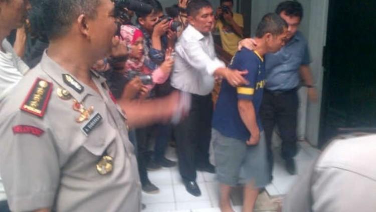 Babeh, pelaku sodomi anak saat digelandang ke kantor polisi