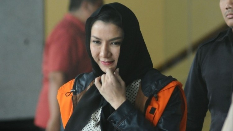 Bupati Kutai Kartanegara, Rita Widyasari di gedung KPK