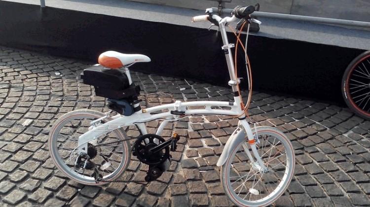 Contoh sepeda listrik