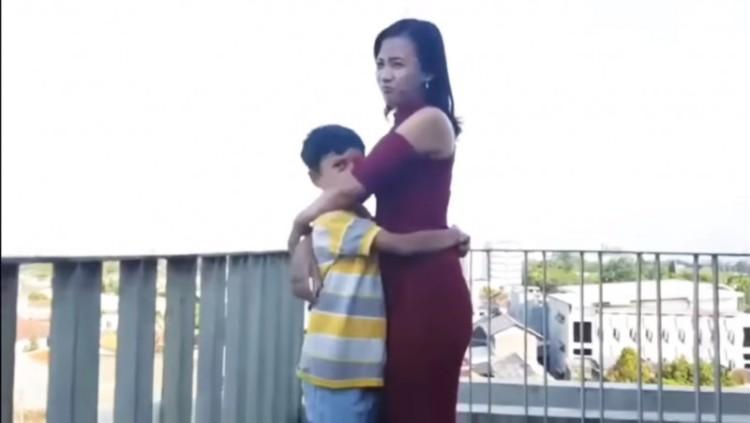 Penampakan wanita dan bocah di video mesum