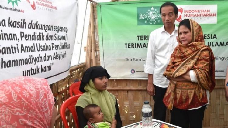 Presiden Jokowi dan Iriana meninjau medical camps di Afghanistan