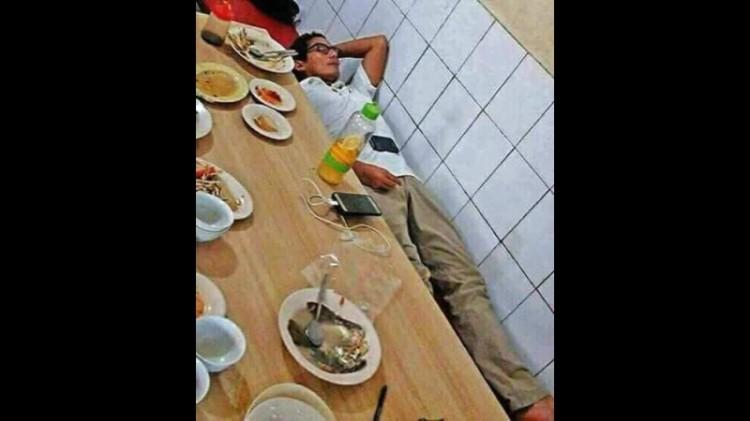 Sandiaga Uno tertidur setelah makan
