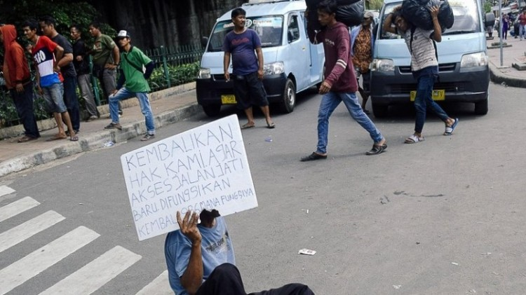 Sopir angkot demo menuntut jalan Jatibaru dibuka