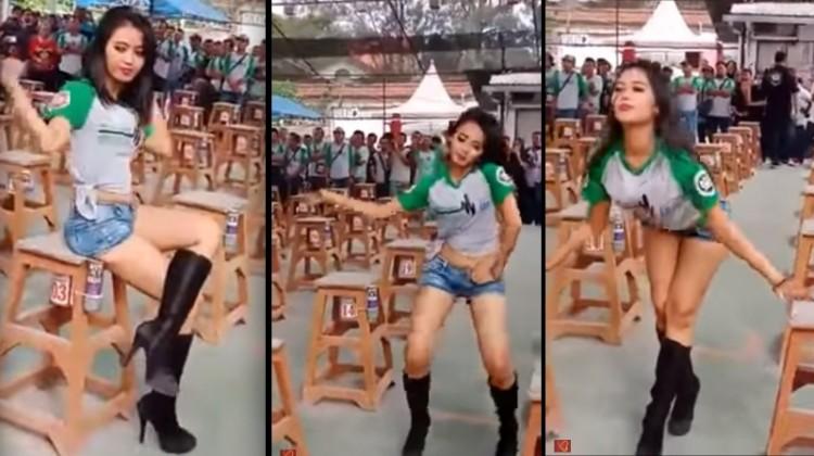 Tarian seksi di kontes burung Surabaya